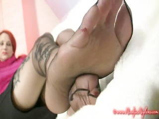 seamless nylons foottease
