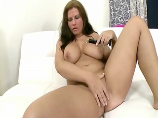 corpulent gal inside solo expose muff