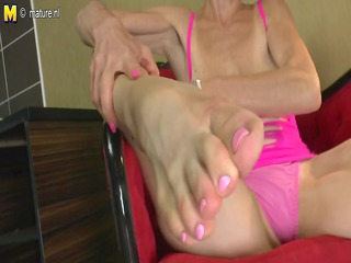 slim granny elderly licks her obtain foot