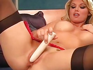 naughty girl kayden kross wipes juicy kitty with